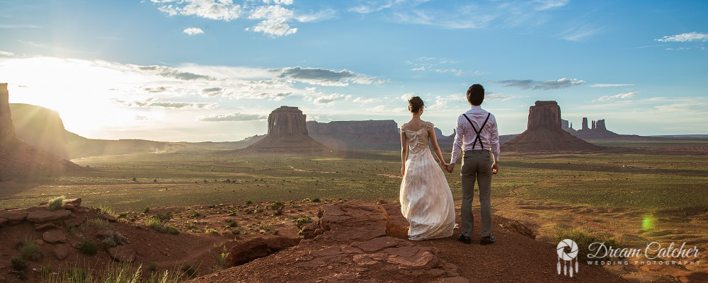 Monument Valley couple